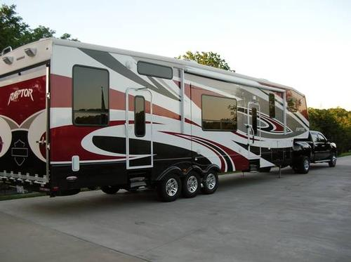 Different Types of RVs - There are so many different RV types and they're called different names all over the world! Which makes it a little tricky for those of us not in the US (i.e. NZ! :-)) This article lists out all the different variations. Toy hauler