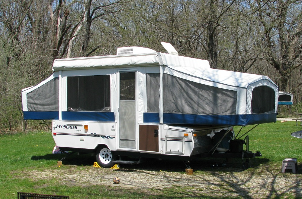 Different Types of RVs - There are so many different RV types and they're called different names all over the world! Which makes it a little tricky for those of us not in the US (i.e. NZ! :-)) This article lists out all the different variations. Folding tent trailer