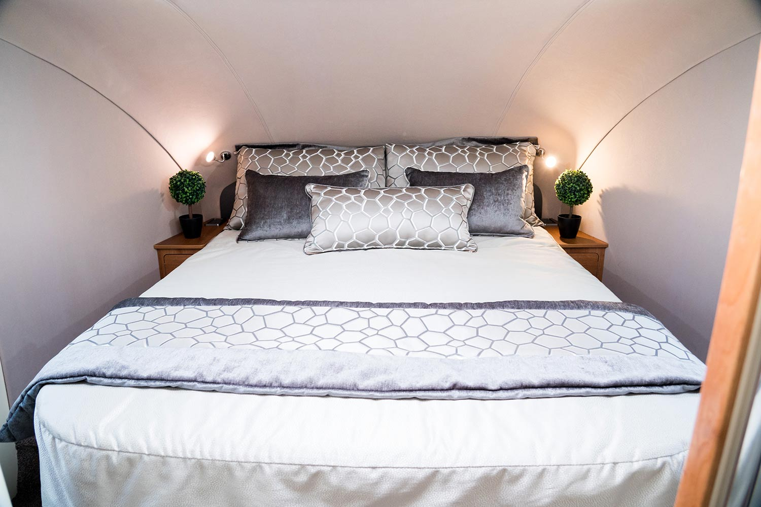 Fifth Wheel Co Dreamseeker bedroom