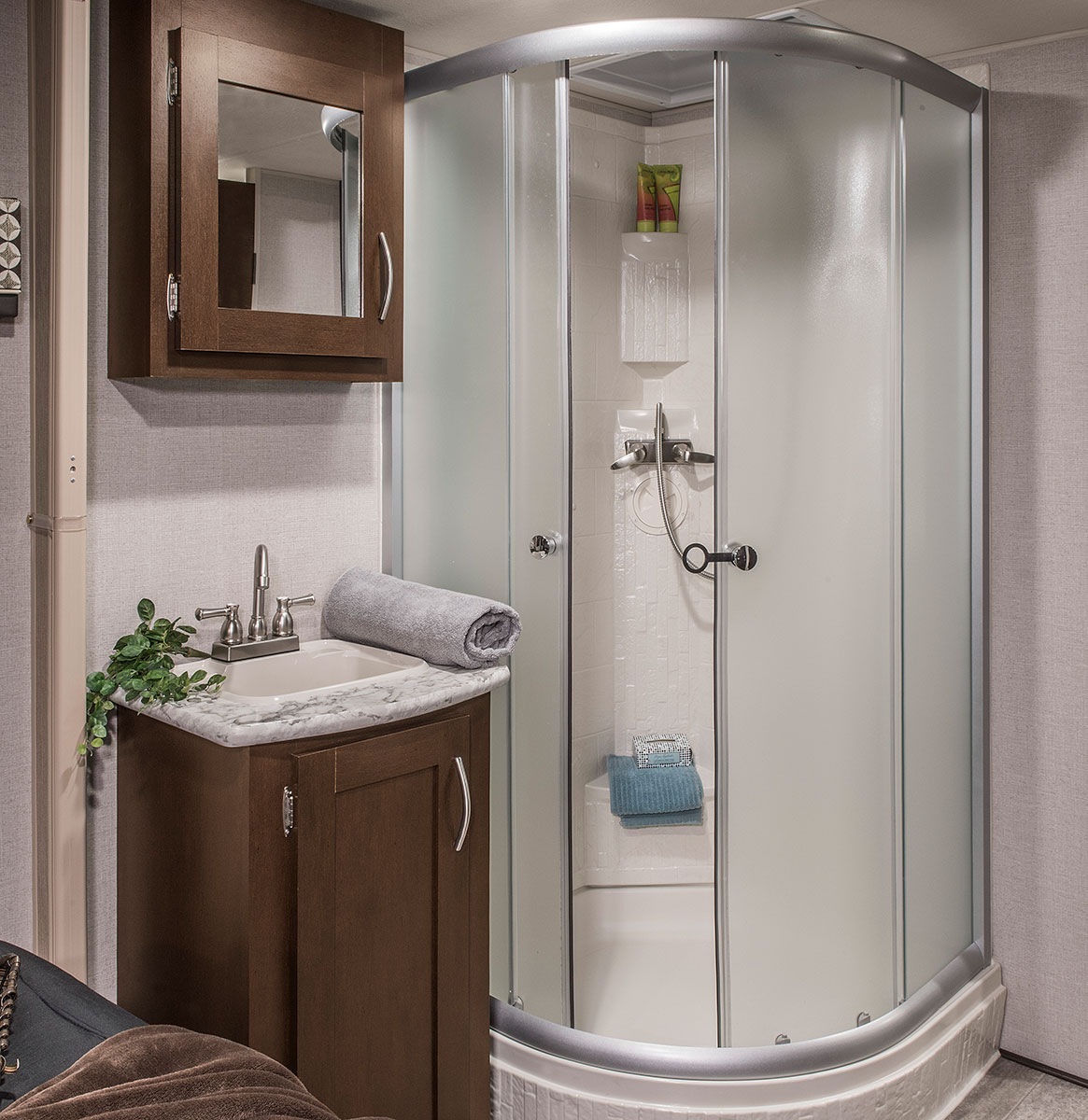 KZ Sportsmen Fifth Wheel bathroom