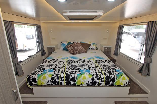 Sunliner Northshore Fifth Wheel bedroom