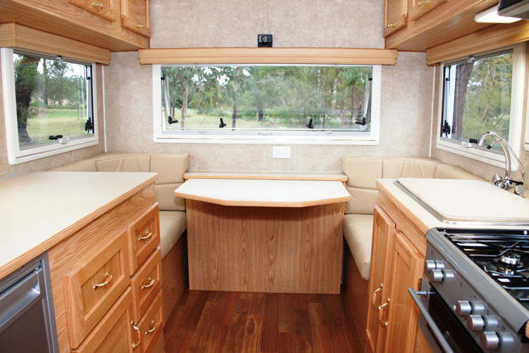 "Winjana Strzelecki 19'5"" Fifth Wheel interior rear"